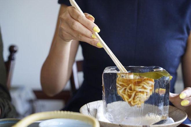Lạ chưa từng có: Món mì trong băng ngon tê răng ở Nhật-4