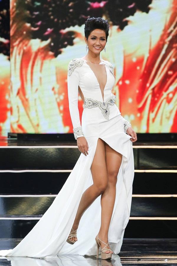 Hoàng Thùy và Mâu thủy tỏa sáng rực rỡ đêm bán kết Hoa hậu Hoàn vũ Việt Nam 2017-4
