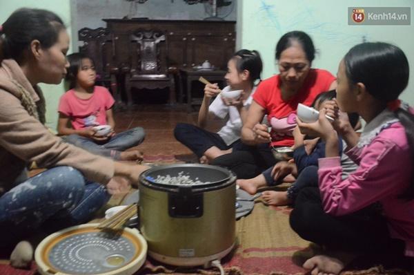 Chuyện lạ giữa Hà Nội: Người mẹ 29 tuổi sinh 8 người con trong vòng 12 năm-6