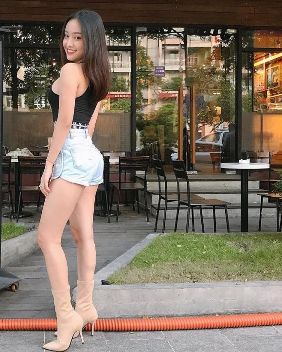 Hot girl - hot boy Việt 5/11: Huyền Baby tự tin khoe vòng 1 nói không với dao kéo-8