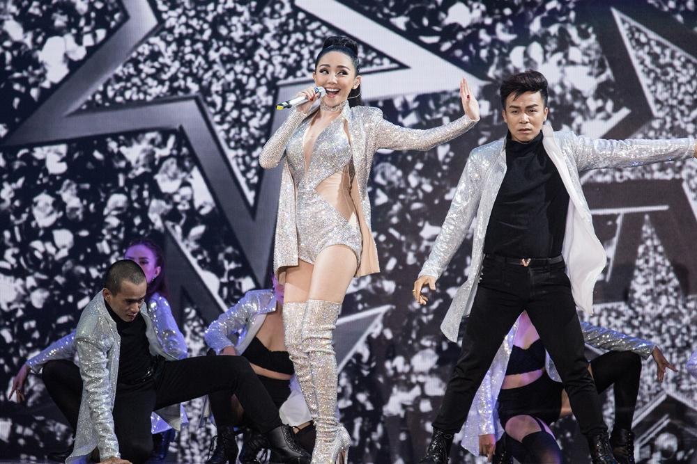 Sơn Tùng, S.T và Tóc Tiên làm náo loạn sân khấu Bán kết Hoa hậu Hoàn vũ Việt Nam-4