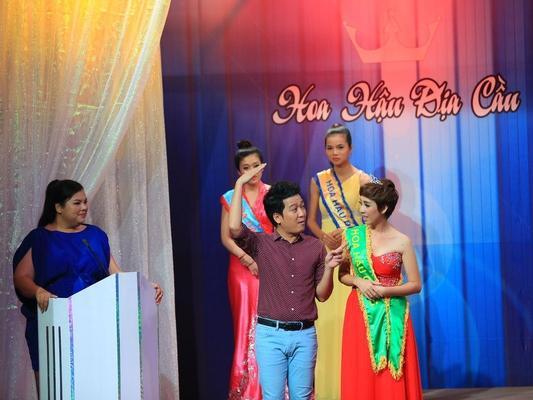 Tiểu phẩm triệu view: Khi Thu Trang hóa thân thành Hoa hậu địa cầu-1