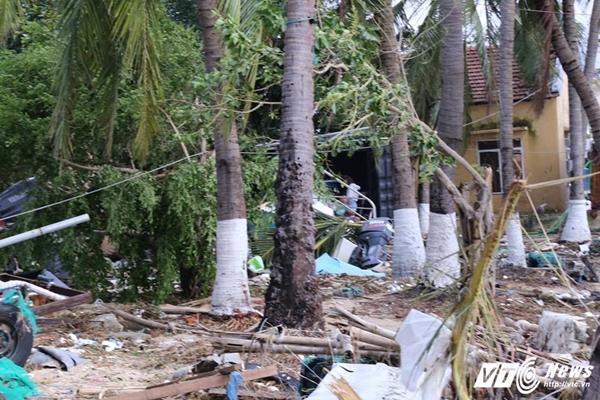 Người hùng lao ra biển cứu hơn 200 ngư dân bị lật bè trong bão số 12-2