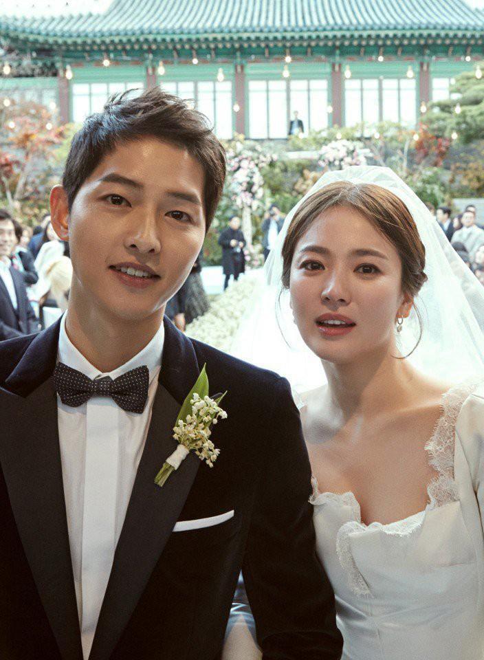 Dior hé lộ những bức hình hiếm có về quá trình tạo nên chiếc váy cưới của Song Hye Kyo-1