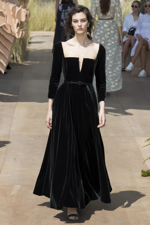 Dior hé lộ những bức hình hiếm có về quá trình tạo nên chiếc váy cưới của Song Hye Kyo-5