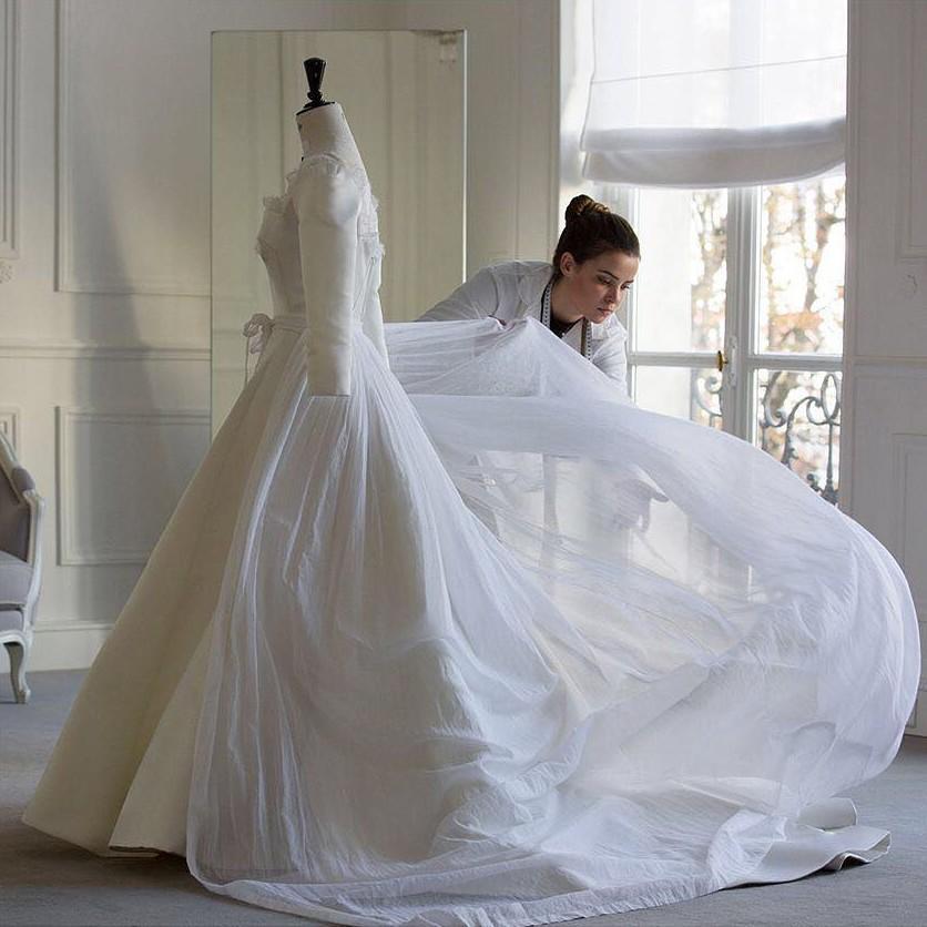 Dior hé lộ những bức hình hiếm có về quá trình tạo nên chiếc váy cưới của Song Hye Kyo-8