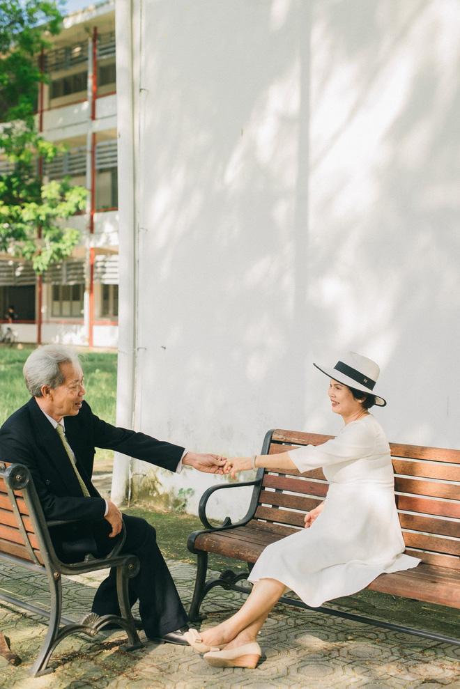 Bộ ảnh cưới đầu tiên sau 45 năm kết hôn và chia sẻ xúc động của con trai cho bố mẹ-2