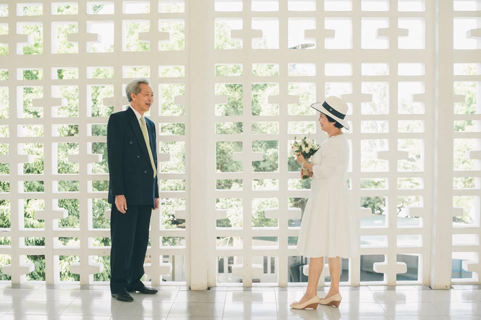 Bộ ảnh cưới đầu tiên sau 45 năm kết hôn và chia sẻ xúc động của con trai cho bố mẹ-7