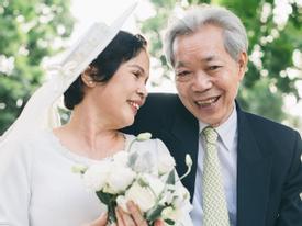 Bộ ảnh cưới đầu tiên sau 45 năm kết hôn và chia sẻ xúc động của con trai cho bố mẹ