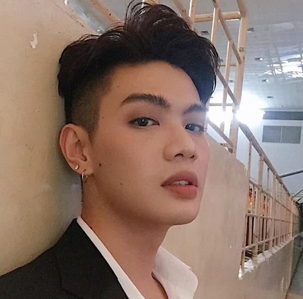 Lên màu son quá đẹp, Đào Bá Lộc trở thành người sở hữu đôi môi khiến chị em ghen tỵ-3