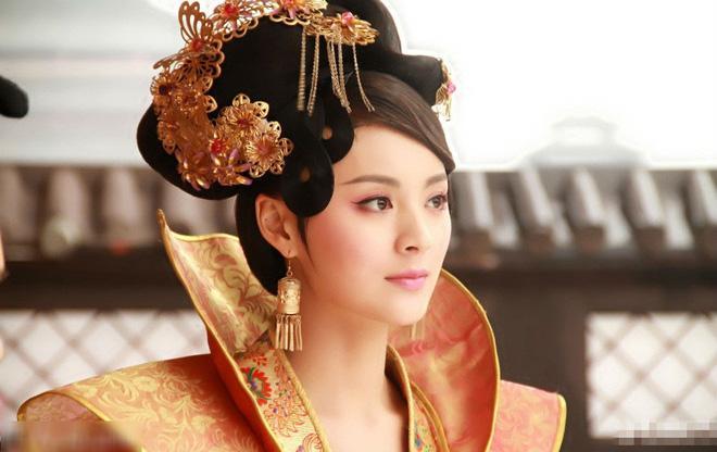 Nàng phi xảo trá có làn da tỏa hương hoa, bị Hoàng đế ép làm chiến lợi phẩm cho bao người chiêm ngưỡng-1