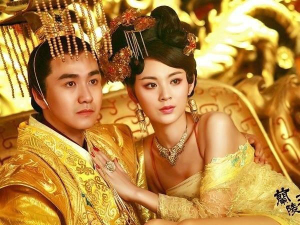 Nàng phi xảo trá có làn da tỏa hương hoa, bị Hoàng đế ép làm chiến lợi phẩm cho bao người chiêm ngưỡng-3