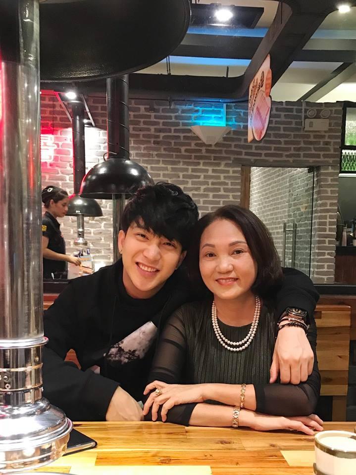 Hot girl - hot boy Việt 6/11: Phương Ly khiến fan bật cười với màn ăn mừng MV triệu view không giống ai-4