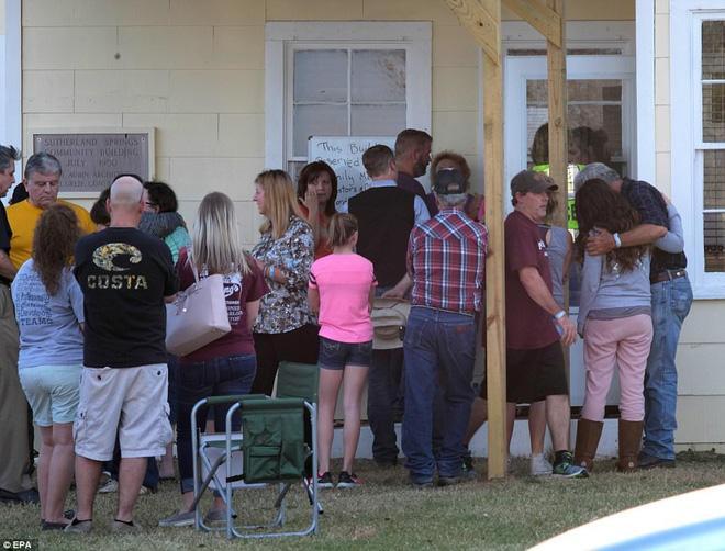 Vụ xả súng vào nhà thờ ở Texas: Nạn nhân đầu tiên được xác định là con gái của linh mục phụ trách nhà thờ-3