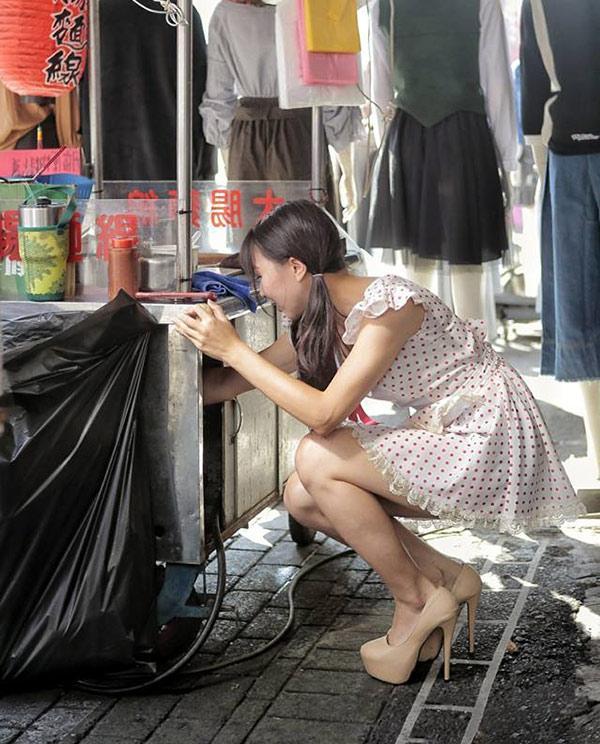 Hàng bún ở phố đi bộ Đài Loan gây sốt vì món ăn ngon mà cô chủ xinh như hotgirl-4