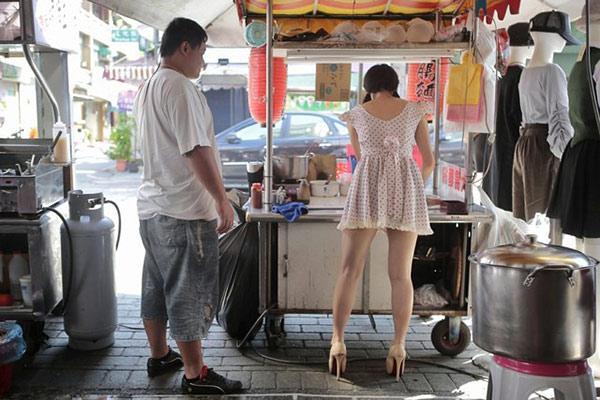 Hàng bún ở phố đi bộ Đài Loan gây sốt vì món ăn ngon mà cô chủ xinh như hotgirl-5