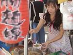 Hàng bún ở phố đi bộ Đài Loan gây sốt vì món ăn ngon mà cô chủ xinh như hotgirl