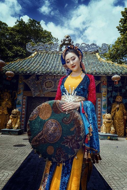 Huỳnh Thúy Anh hóa thân thành hoàng hậu-7
