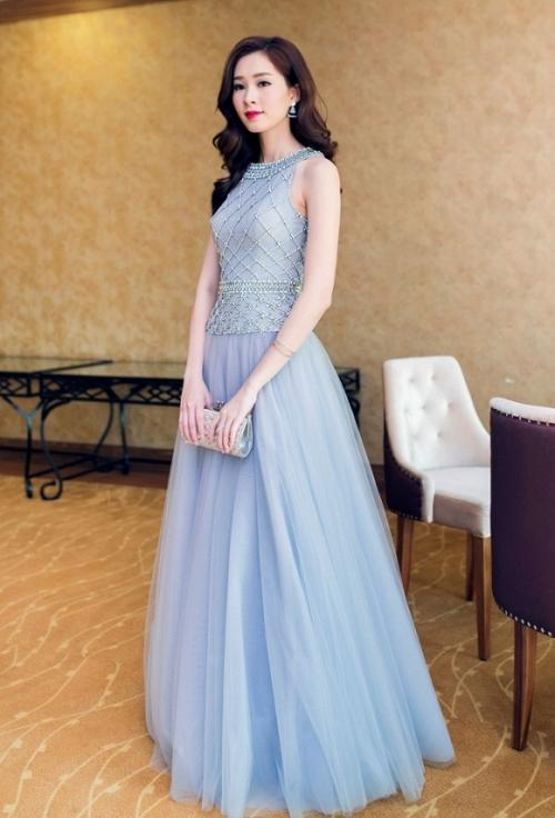 Hoa hậu Khánh Ngân không thua kém khi diện lại trang phục của đàn chị Đặng Thu Thảo-4