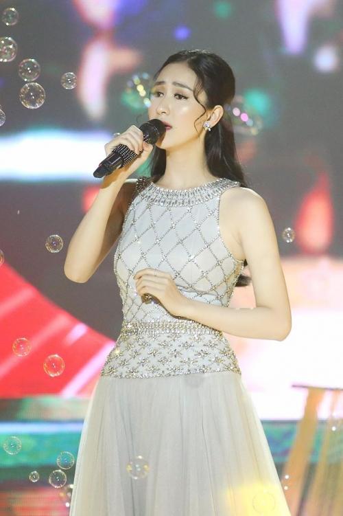 Hoa hậu Khánh Ngân không thua kém khi diện lại trang phục của đàn chị Đặng Thu Thảo-5