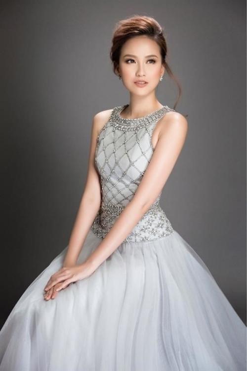 Hoa hậu Khánh Ngân không thua kém khi diện lại trang phục của đàn chị Đặng Thu Thảo-2