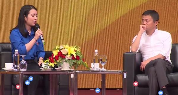 Chân dung cô hoa khôi sinh viên được ngồi cạnh và phỏng vấn trực tiếp Jack Ma ngày hôm nay-1