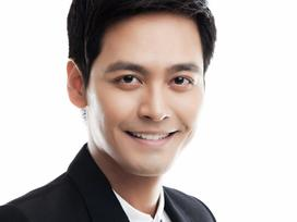 MC Phan Anh xin lỗi sau phát ngôn về đêm bán kết Hoa hậu Hoàn vũ 2017 trình diễn trong bão lũ