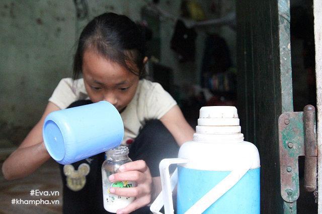 Cảm động cảnh chị 10 tuổi chăm sóc đàn em trong gia đình mẹ 29 tuổi sinh 8 con-1