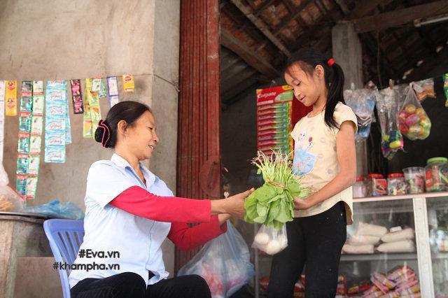 Cảm động cảnh chị 10 tuổi chăm sóc đàn em trong gia đình mẹ 29 tuổi sinh 8 con-10
