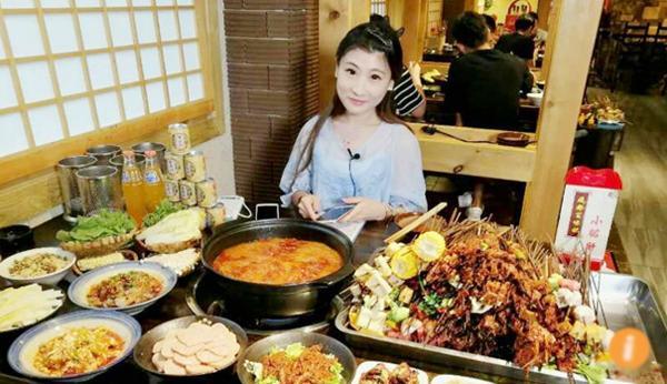 Cô gái nổi tiếng vì có khả năng ăn cả thế giới-1