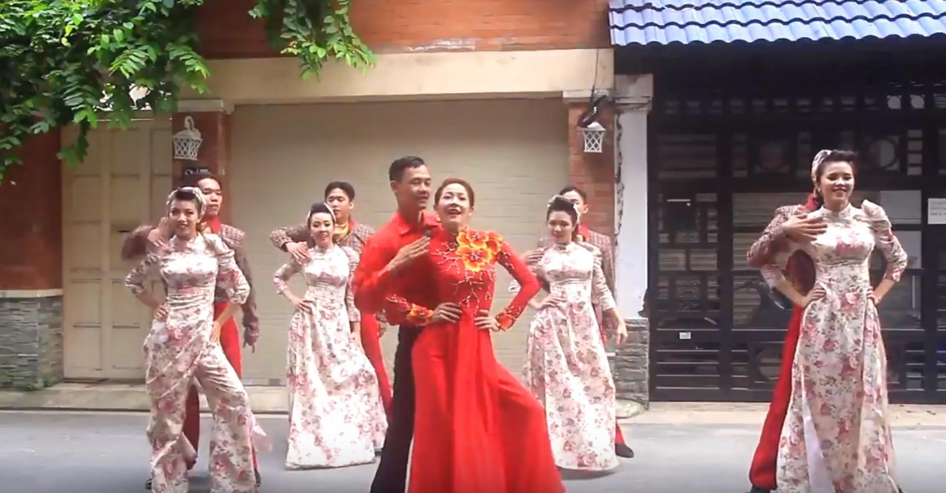 Sốt xình xịch với điệu nhảy 60 năm cuộc đời trong ngày cưới của đôi bạn trẻ Sài thành-3