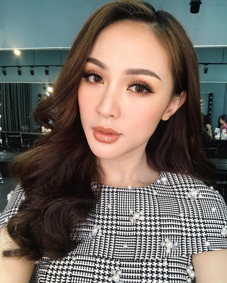 Hot girl - hot boy Việt 8/11: Ba gia đình hot nhất mạng xã hội khoe núi hàng hiệu vừa sắm-9
