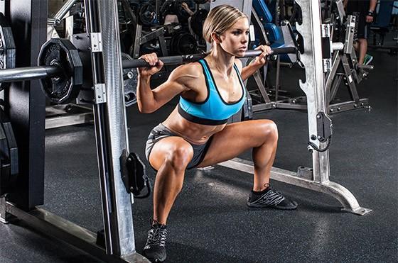 Huấn luyện viên chỉ ra sự thật khi tập squat trên máy Smith, ai đang tập squat cùng dụng cụ này hãy cân nhắc-3