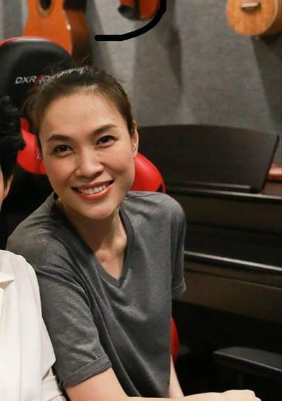 Tin sao Việt 8/11: Bất ngờ với bức ảnh chụp lén nhan sắc Á hậu Huyền My-4