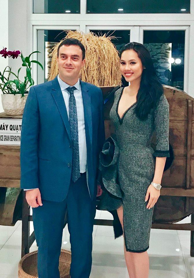 Hoàng My, MC Phan Anh có xứng đáng làm giám khảo Hoa hậu Hoàn vũ?-2