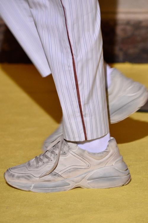 Nếu chê những đôi giày này bẩn và quá xấu thì bạn thật có lỗi với thời trang!-1