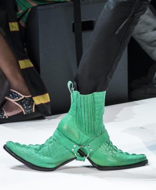 Nếu chê những đôi giày này bẩn và quá xấu thì bạn thật có lỗi với thời trang!-7