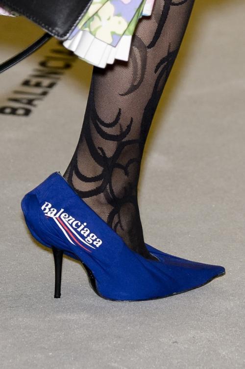 Nếu chê những đôi giày này bẩn và quá xấu thì bạn thật có lỗi với thời trang!-9