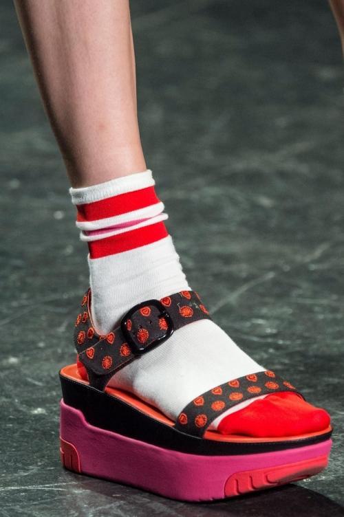 Nếu chê những đôi giày này bẩn và quá xấu thì bạn thật có lỗi với thời trang!-12