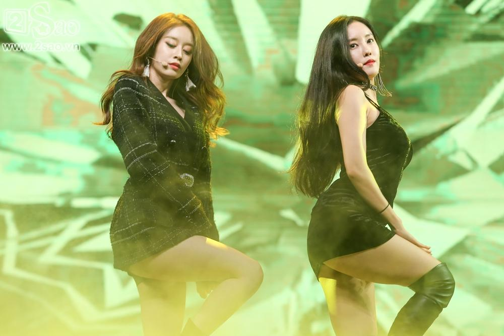 T-Ara sexy hết cỡ, Soobin song ca Phía sau một cô gái với Teen Top-3