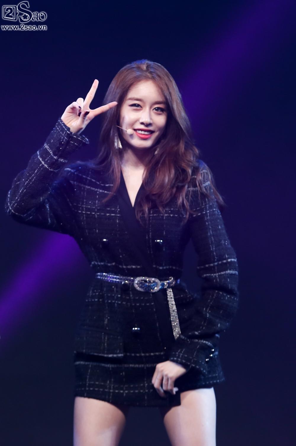 T-Ara sexy hết cỡ, Soobin song ca Phía sau một cô gái với Teen Top-5