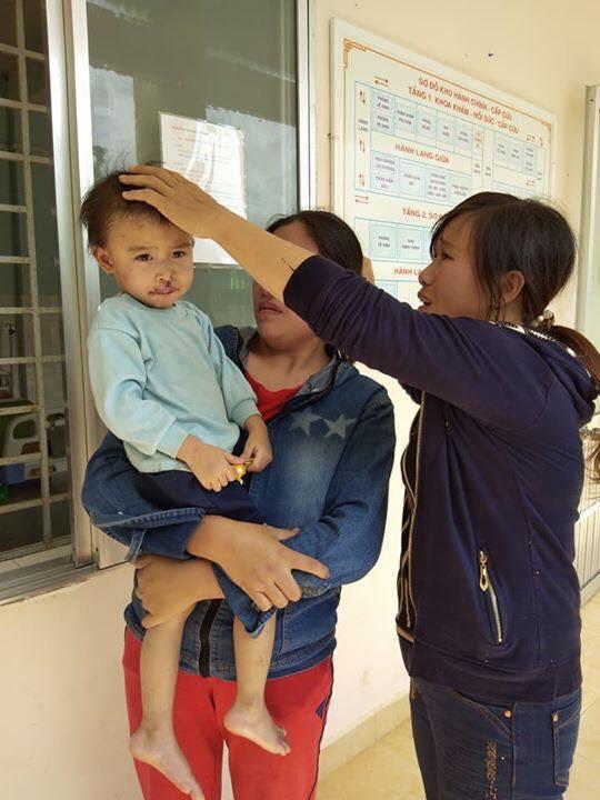 Thảm kịch gia đình sau vụ sạt lở đất ở Quảng Nam: Chồng gãy hai chân ôm con gái đau đớn bên thi thể vợ-3