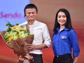 Những cô gái Việt bỗng dưng nổi tiếng vì được gặp gỡ Jack Ma, Obama