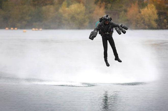 Clip: Iron Man bay ngoài đời thực, xác lập kỷ lục thế giới-1