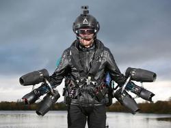 Clip: 'Iron Man' bay ngoài đời thực, xác lập kỷ lục thế giới