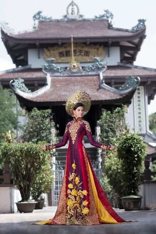 Những bộ áo dài giúp các đại diện Việt làm nên chuyện ở đấu trường nhan sắc quốc tế-11