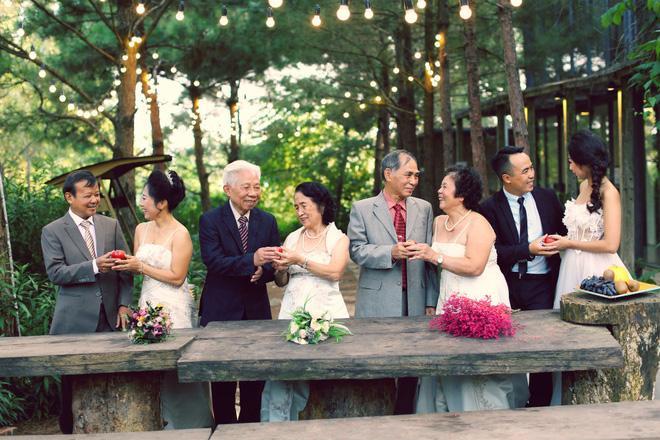 Cả Hà Nội mới có một gia đình yêu tận tim: Ông bà, thông gia cưới cùng cô dâu, chú rể vui như thế này!-2