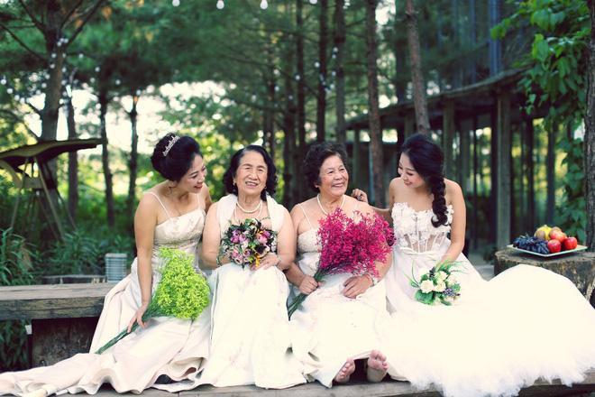 Cả Hà Nội mới có một gia đình yêu tận tim: Ông bà, thông gia cưới cùng cô dâu, chú rể vui như thế này!-3