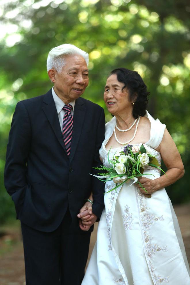 Cả Hà Nội mới có một gia đình yêu tận tim: Ông bà, thông gia cưới cùng cô dâu, chú rể vui như thế này!-5