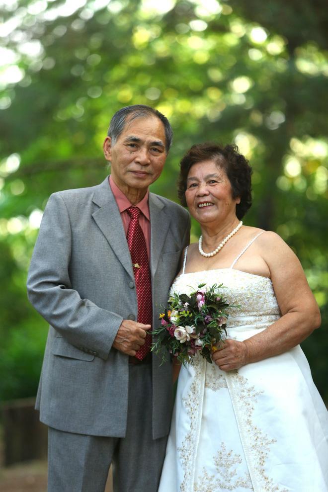 Cả Hà Nội mới có một gia đình yêu tận tim: Ông bà, thông gia cưới cùng cô dâu, chú rể vui như thế này!-6